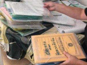 Documentos apreendidos durante os mandados de busca. (Foto: Divulgação/PF)
